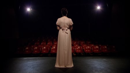 Kate Murphy, The note, 2010, Digital video still. Courtesy the artist and BREENSPACE, Sydney. © Kate Murphy, 2010