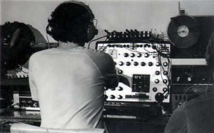 Open Processes: Steve Dunstan playing his Synthi AKS [photo: Sandy Edwards]